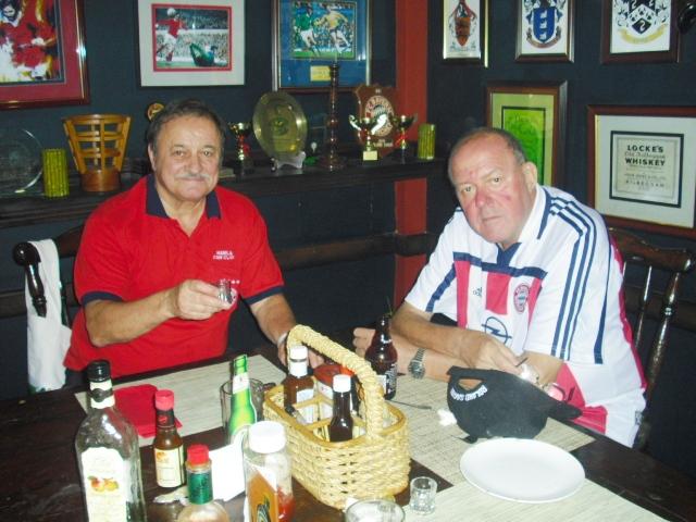 Albert Robert Ehrenpräsident mit Roland unsern Präsi.